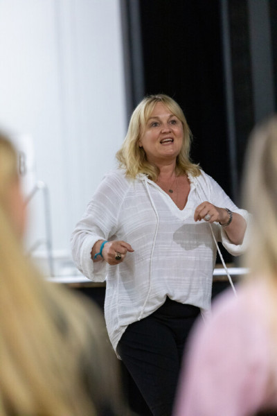 Cranleigh-Ivy-House-Award-Event-Live-Coaching-from-Elke-Edwards-9679_107914